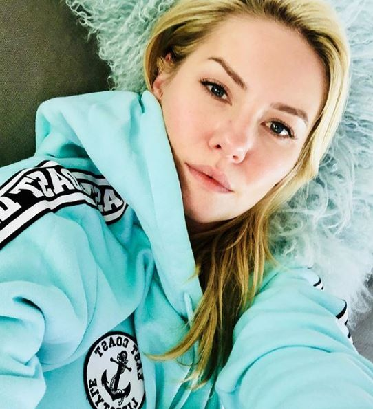 Elisha Cuthbert Wiki, Biography, Diet, Career, Net Worth, Relationship and More